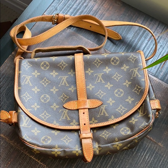 ⭐️price is firm⭐️Louis Vuitton Saumur 30